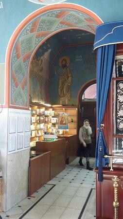 Церковная лавка в Воскресенском соборе