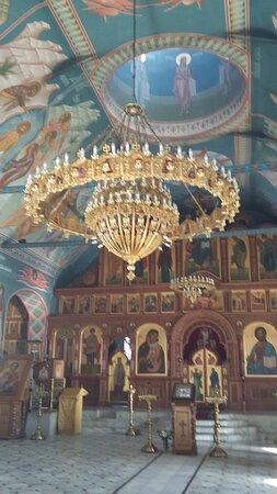 Шикарная люстра в Воскресенском соборе