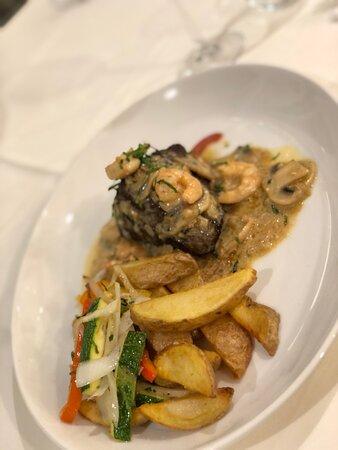 La Flamenca Filet steak with creamy prawn sauce