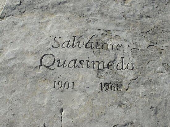 Panchina Libro A Salvatore Quasimodo