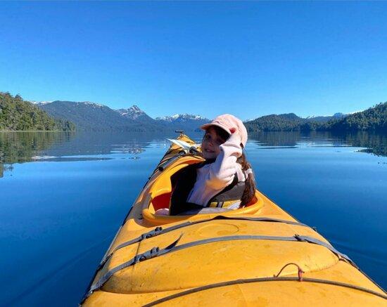 Half day kayak excursions.: Lupe, de 4 años en el Lago Espejo