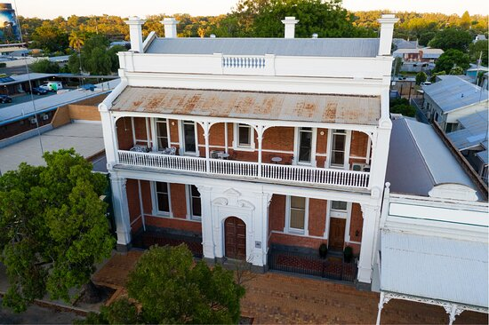 A Victorian Mansion in the heart of the Riverina