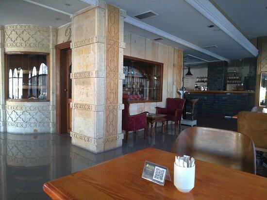 Autre partie  et point de vue espace convivial de l hôtel balikcilar Konya Turquie