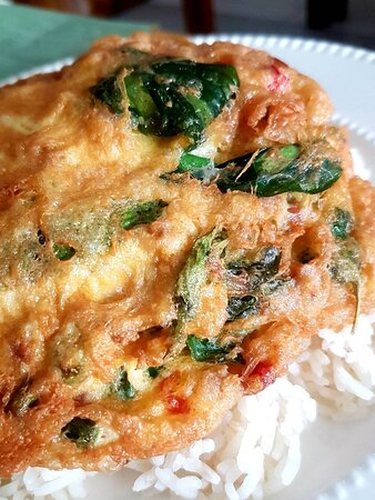 Thai omelette with sweet basil