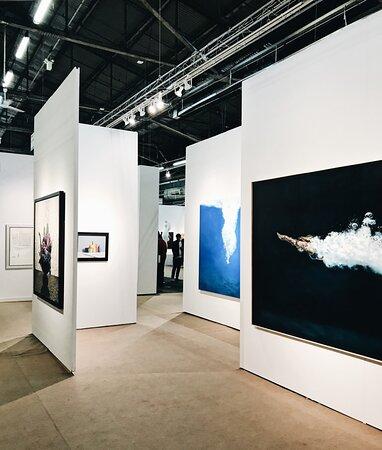 Accès à des salons d'art et foire internationales en compagnie de guides experts
