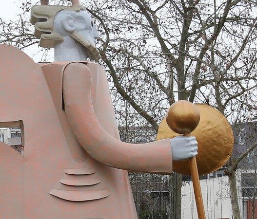 La Statue: La Marche Du Temps