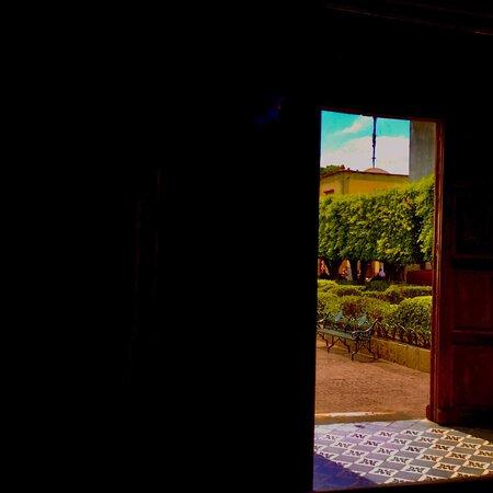 Сан-Мигель-де-Альенде, Мексика: Viewing the courtyard from inside the church
