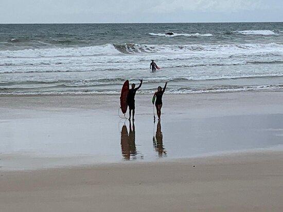 Itacare, BA: saindo do mar depois de altas ondas