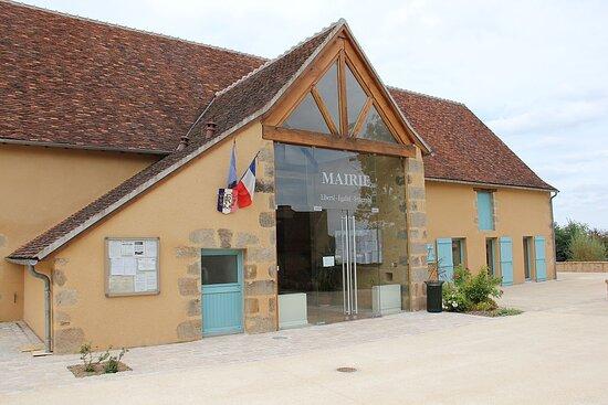 Le Prieuré Saint-Michel. Vue 15. Dans L'Enceinte du Prieuré, Présence de La Mairie, dans Une Annexe Restaurée. Le Magny 36400.