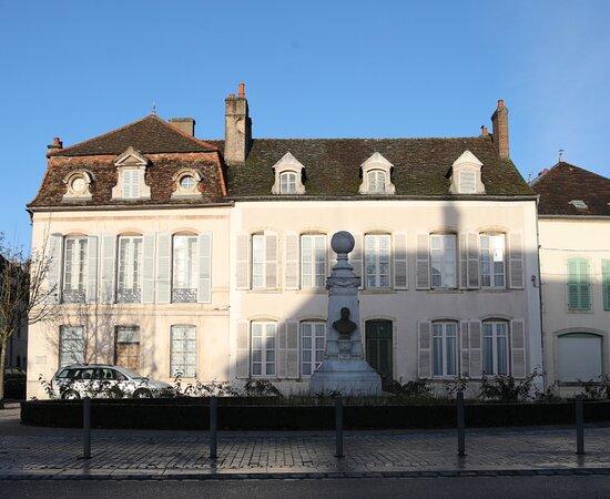 Monument À Félix Tisserand