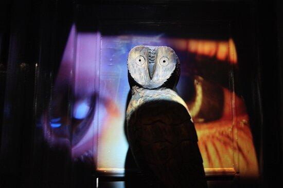 Maldonado, Uruguay: talla de madera y proyecciones dentro del museo