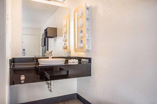 Motel College Station TX Bathroom