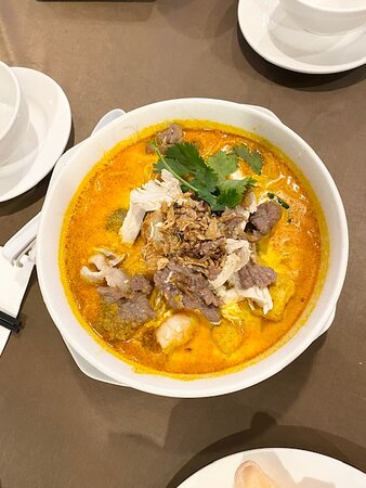 Kellyville, Australien: Laksa and noodle soup with a combination of meat