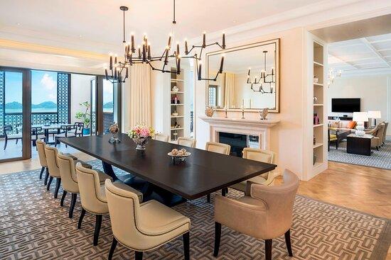 Astor Suite - Dining Area