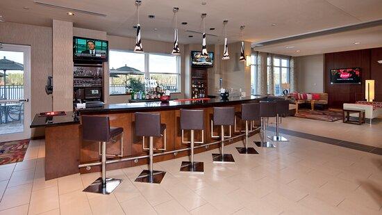 Holiday Inn Airport Town Center Oasis Bar & Restaurant