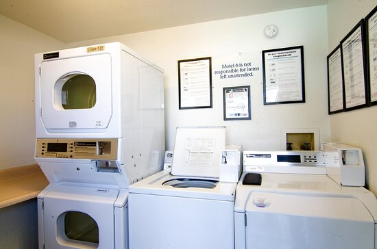 North Palm Springs, CA: laundry