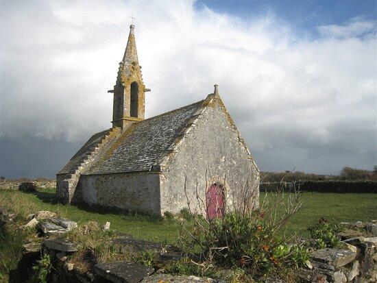 Finistere, Francie: Souvenirs de mes Balades --- France -- Bretagne -- Petite chapelle bien isolée dans le Finistère Sud 21.02.04