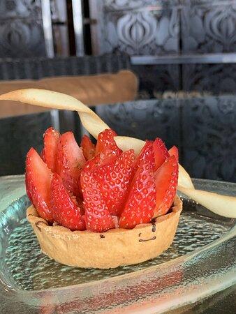 Enjoy seasonal delicious fruit tartlets at Tea Garden!