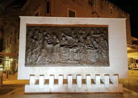 Monumento agli Statuti Marinari