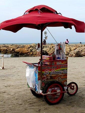 krevetovy salat,zmrzlina ci napoje na plazi su samozrejmost!