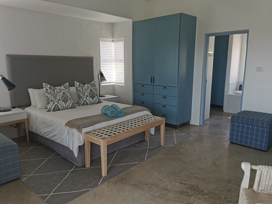 Oyster Bay, South Africa: MAIN BEDROOM WITH BATHROOM