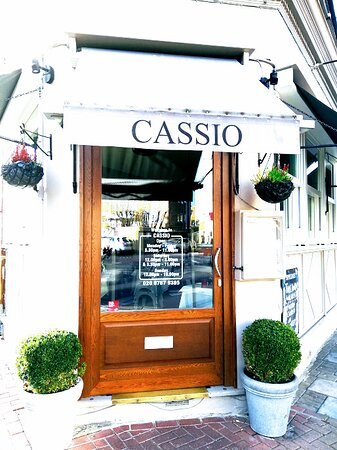 Whether it is a business lunch with colleagues, a birthday party or any other kind of celebration or event, at Cassio we will go the extra mile to accommodate any request.. and we do it with a genuine Italian smile!