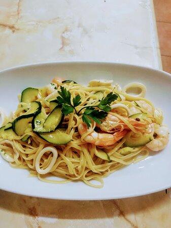 Linguini Cassio...Calamari, Prawns and courgettes!! Amazing!