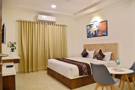 Aurangabad, India: This is our Executive king size room with full furnished and new decorate
