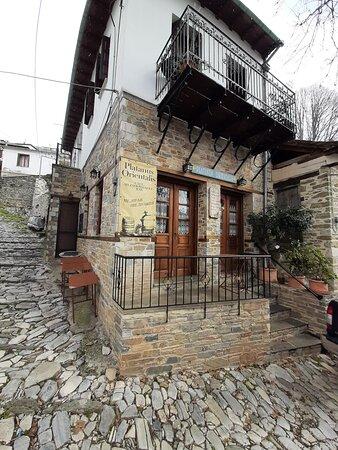Άγιος Λαυρέντιος, Ελλάδα: Platanus orientalis μεζεδωπολειον!!!!