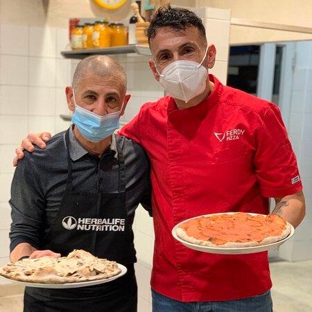 Ferdy che ospita il suo vecchio amico  Khaled da FerdyPizza per fare due pizze.