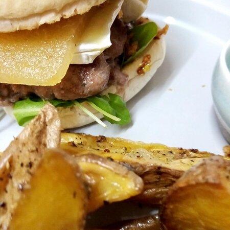 Hamburguesa casera de ternera con brío y membrillo