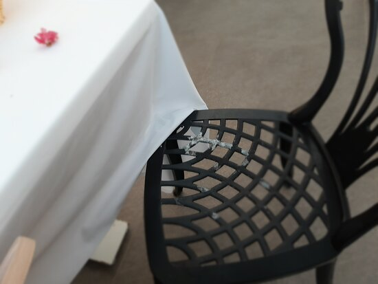 Camyuva, Turkey: Такой стул был за нашим столиком при посещении Итальянского ресторана по записи в День рождения.
