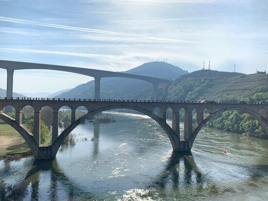 Douro Valley Tour: Wine Tasting, Lunch & River Cruise: Stop for coffee and stretch our legs