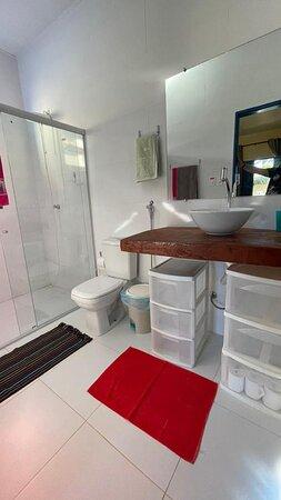 banheiros limpos e espaçosos