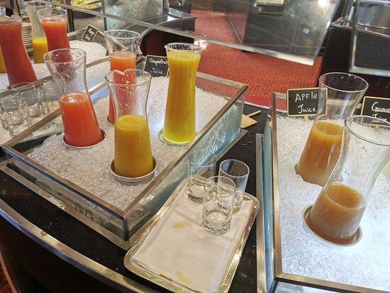 很多選擇的自助早餐