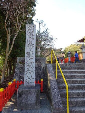 境内直前の寺院石碑
