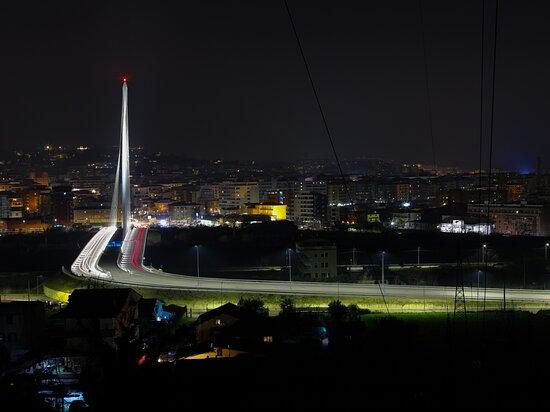 Luci nella notte. (ponte dell`Archistar Calatrava, in Cosenza) 💎 Lights in the night. (bridge of the Archistar Calatrava, in Cosenza)