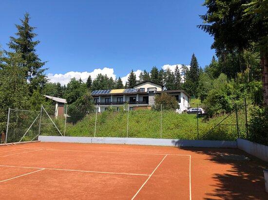 Finkenstein am Faaker See, Αυστρία: Ein Tennisplatz stehet auf Anfrage und Verfügbarkeit gegen Aufpreis zur Verfühgung