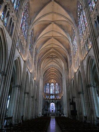 Vue sur la nef, à partir de l'entrée de la cathédrale !