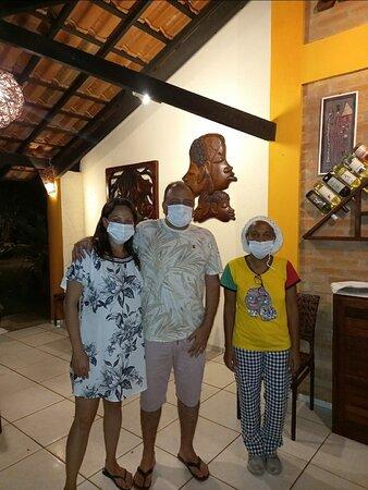 Camarão Mama Africa, Bacalhau, banana flambada de sobremesa... cafezinho com cocada... uma noite muito especial, regada a um vinho branco!