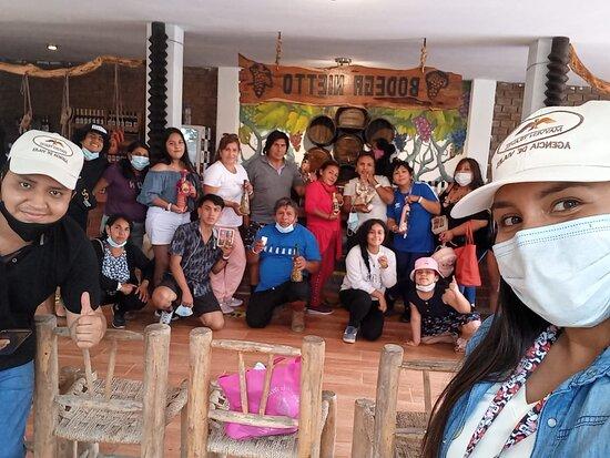 Full Day, Paracas, Ica con un grupo muy alegre.  Guía: Gaby Díaz 🙂 📧 info@mayventravel.com 📲 +51 960 858 673