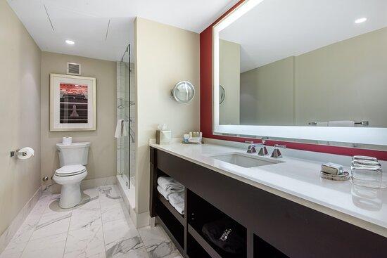 Premier Room King Bed - Bathroom