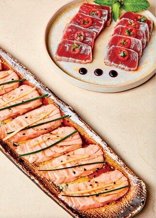Saumon légèrement braisé, truffe noire, huile de truffe, sauce ponzu, pointe de miso au yuzu, ciboulette 8 pièces