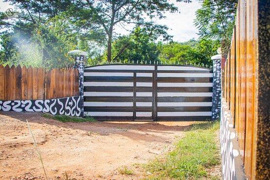 Muranga, Kenya: Monkey Bay Entrance
