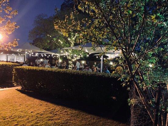 Kootingal, Australie : Beer Garden at Night