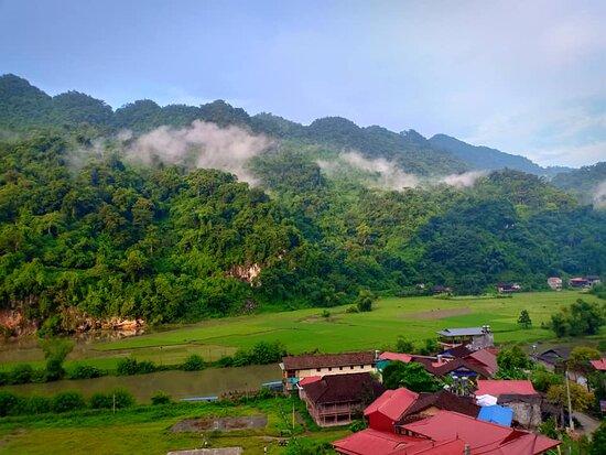 Majesty Of Untouched Northern Vietnam Tour 6 Days: Village de l'ethnie Tay à Ba Be