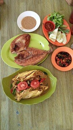 Indramayu, Indonesië: Hidangan yg anyir bau nya