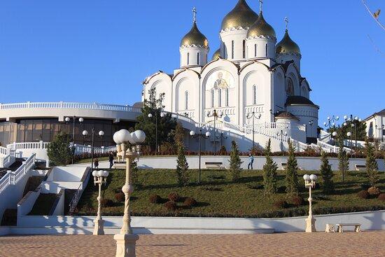 Gelendzhik, Russia: Вид на Кафедральный собор Святого Андрея Первозванного