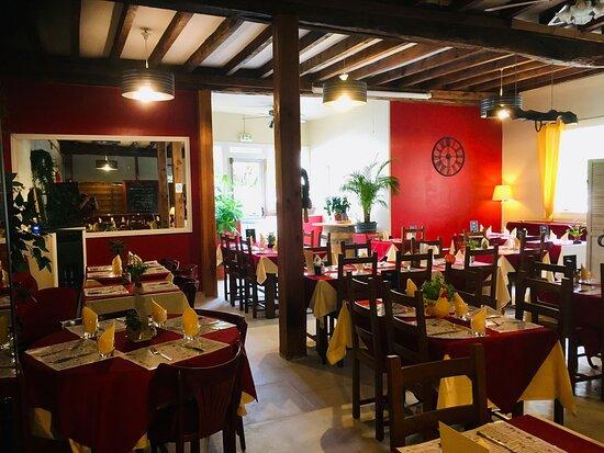 Vue intérieure de notre restaurant à Ribérac.
