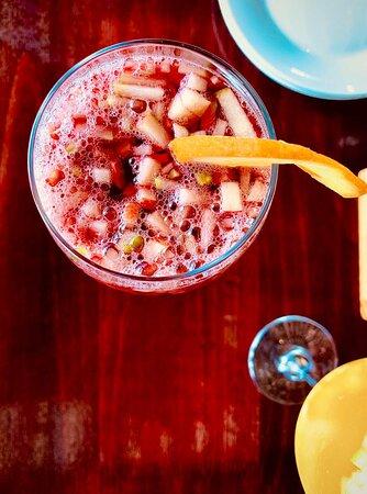 Variedad de colores y sabores en nuestros platillos y bebidas.